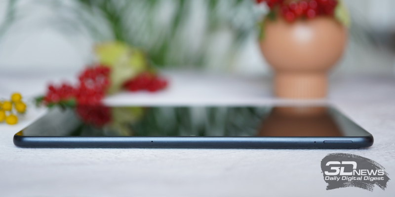 Honor Pad V6, верхняя грань: два микрофона и клавиша регулировки громкости