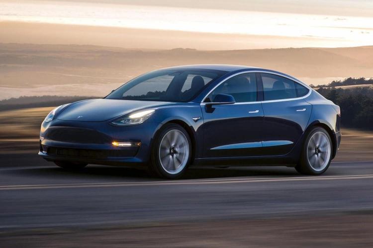 Tesla уменьшила цену электромобилей Model 3 китайской сборки на 8 %