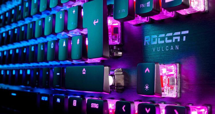 Механическая игровая клавиатура Roccat Vulcan TKL имеет компактное исполнение