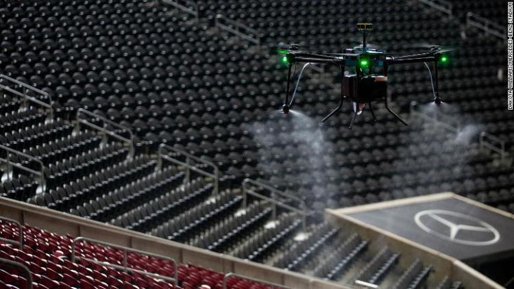 Американские спортивные клубы начнут применять дроны и роботов для дезинфекции стадионов