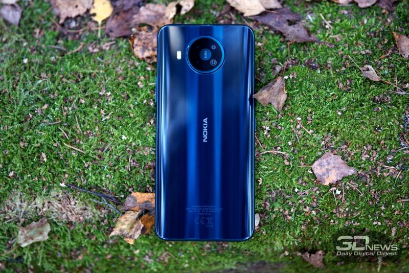 Nokia 8.3 5G, задняя панель: блок с четырьмя камерами, рядом — двойная светодиодная вспышка
