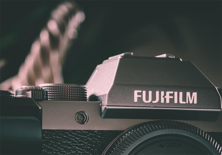 Беззеркальная фотокамера Fujifilm X-S10 получит продвинутый 26,1-Мп датчик и мощный процессор