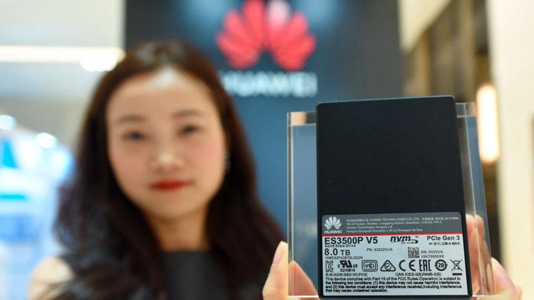 Продукция Huawei на одной из выставок в Китае