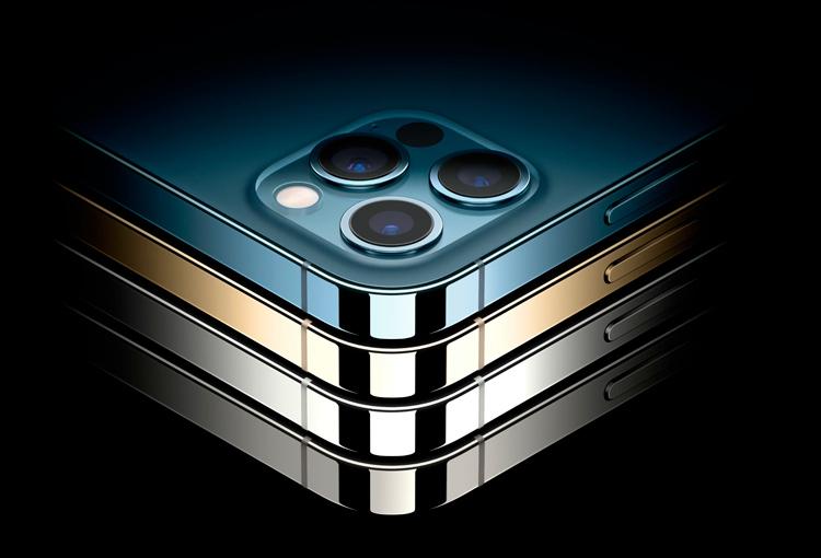 Эксперты: iPhone 12 Pro Max уступает флагманам Huawei и Xiaomi по качеству камеры