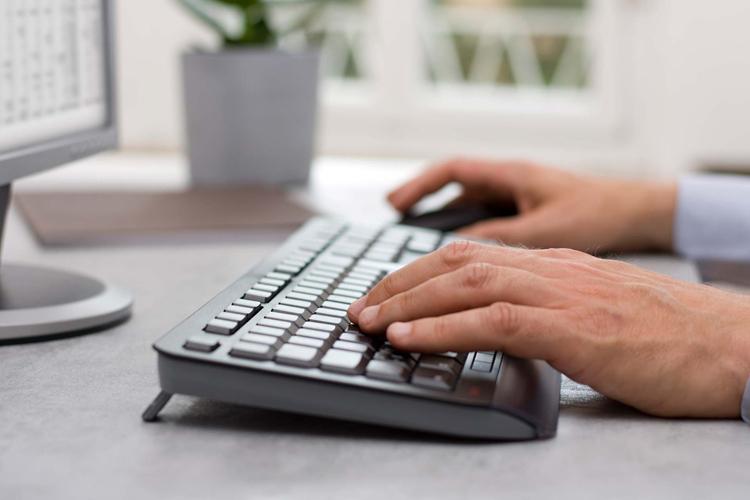 """Беспроводной комплект Cherry Gentix Desktop из клавиатуры и мыши стоит €45"""""""
