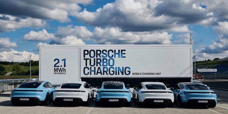 """Павербанк для электрокаров: Porsche создала мобильную зарядную станцию, к которой можно подключить до 10 электромобилей"""""""