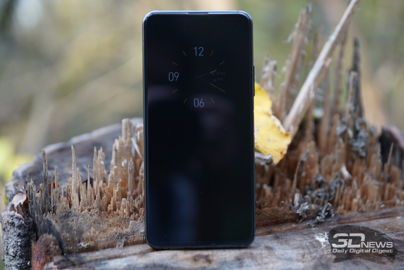 ASUS Zenfone 7 Pro, лицевая панель: под верхней кромкой — разговорный динамик