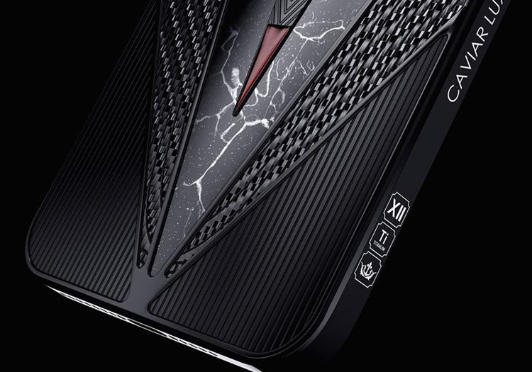 Представлен «императорский» iPhone 12 Pro с кусочком древнеримского копья за 3 000 000 рублей