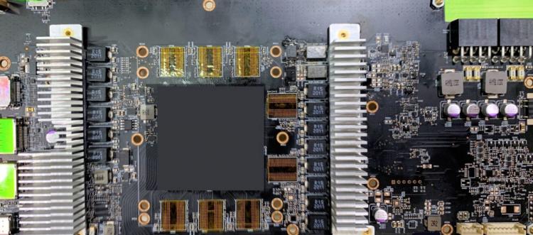 Предположительно неэталонный образец печатной платы Radeon RX 6800/XT