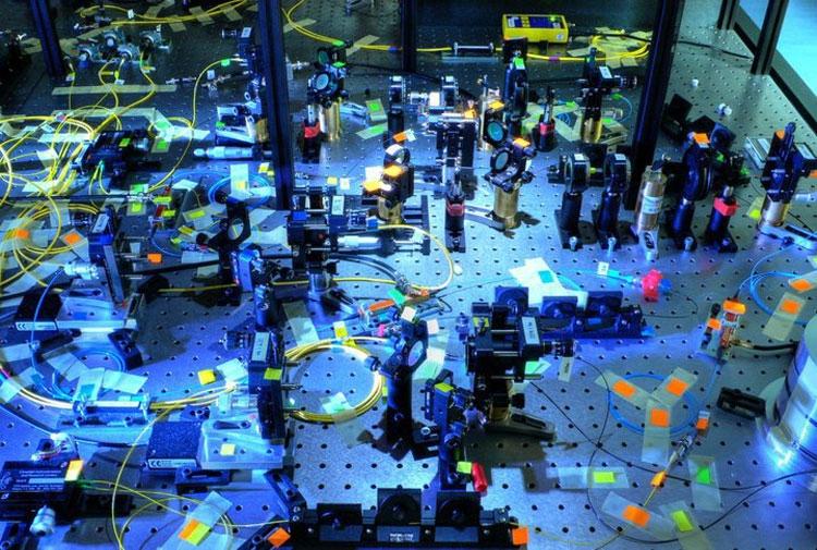 «Типичный» квантовый компьютер на линейных оптических элементах (Quantum Optics Lab Olomouc)
