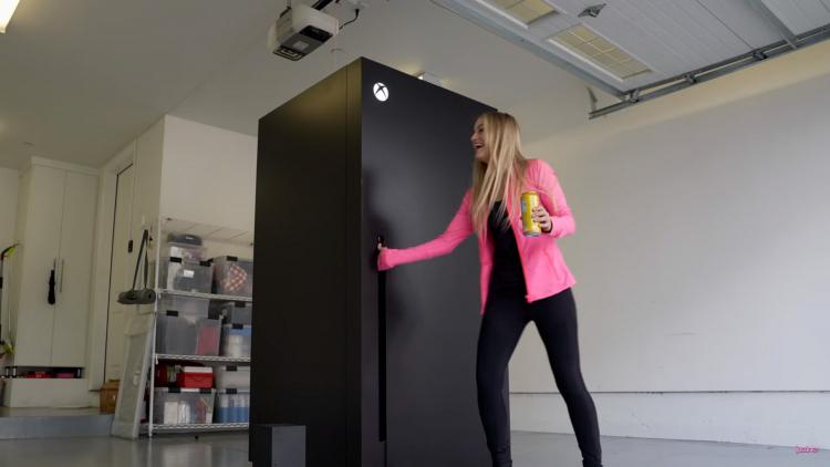 Видео: Microsoft воплотила мем, создав настоящий холодильник в стиле Xbox Series X