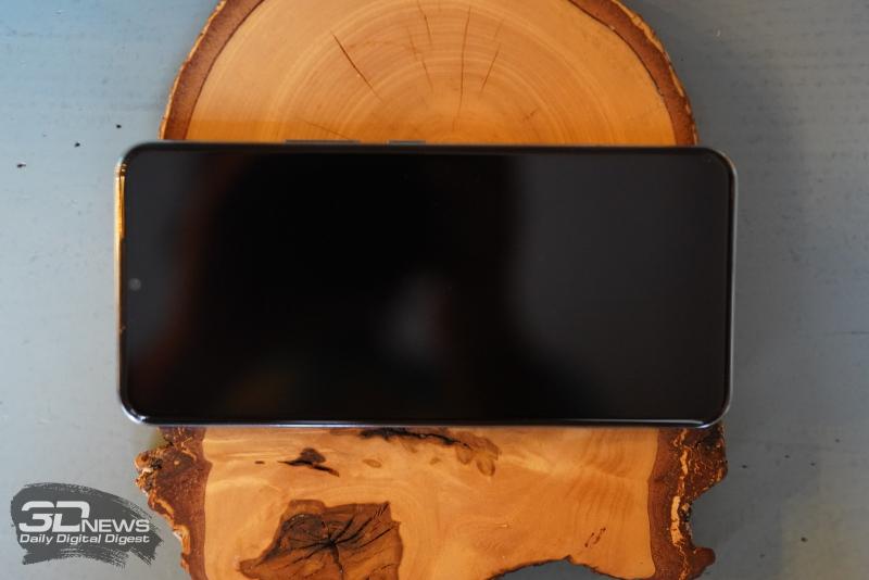 vivo V20 SE, лицевая панель: фронтальная камера в вырезе-«капельке» и разговорный динамик под верхней кромкой