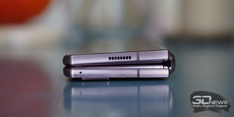 Samsung Galaxy Z Fold2, верхние грани: динамик и микрофон
