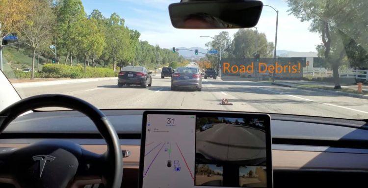 """Автопилот Tesla научился объезжать выпавшие на дорогу предметы"""""""