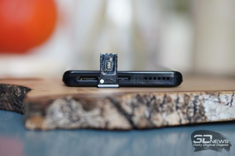 Motorola Edge+, слот для единственной карточки стандарта nano-SIM
