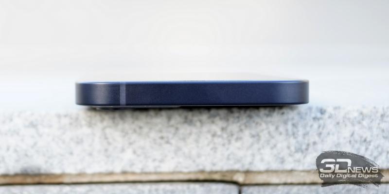 iPhone 12, верхняя грань свободна от функциональных элементов