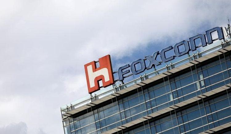 """Foxconn не отказывается от планов по запуску предприятия в США, но изменит его профиль"""""""