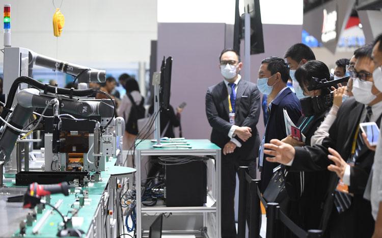 """Китай в ближайшие пять лет вложит в развитие 5G в стране $120 млрд"""""""