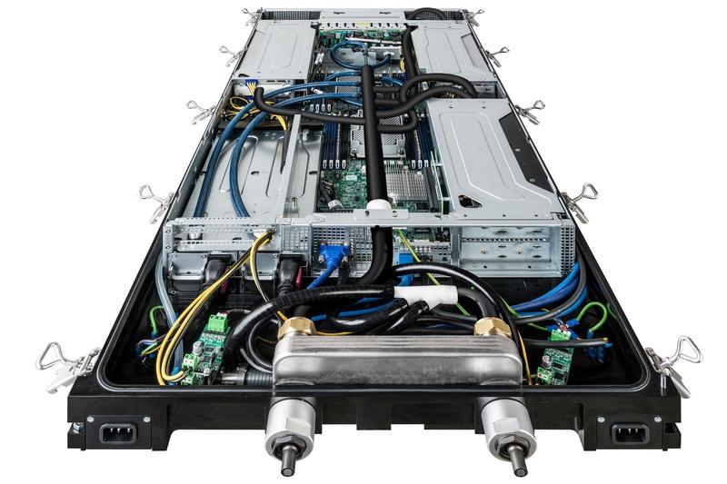 Иммерсионный поддон Iceotope с установленным сервером