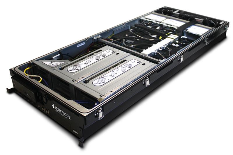 Модуль Iceotope с сервером Lenovo. Система трубок обеспечивает подвод теплоносителя к критическим точкам