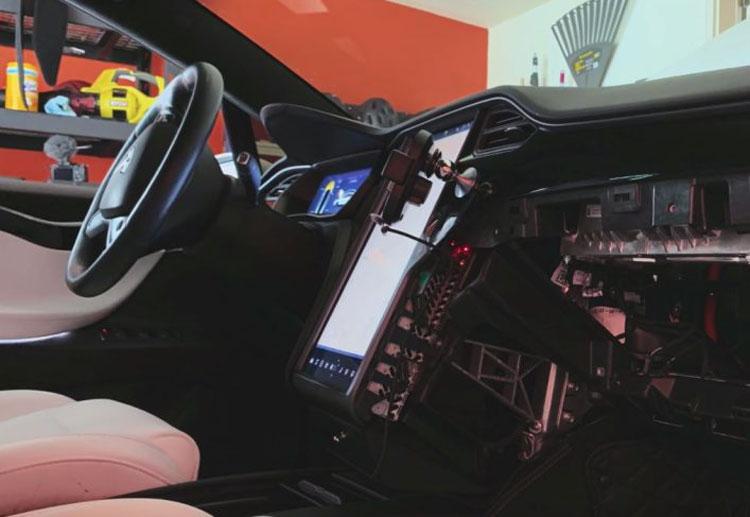 """Почти у трети старых Tesla Model S и X отказывают дисплеи из-за малого объёма встроенной памяти. Возможен отзыв сотен тысяч машин"""""""