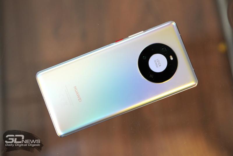 Huawei Mate 40 Pro, задняя панель: кольцо с четырьмя камерами и двойной светодиодной вспышкой
