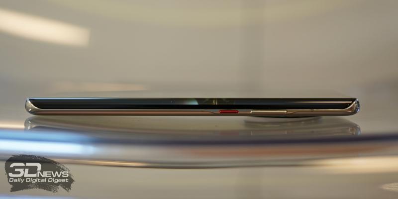Huawei Mate 40 Pro, правая грань: клавиша включения/блокировки и клавиша регулировки громкости
