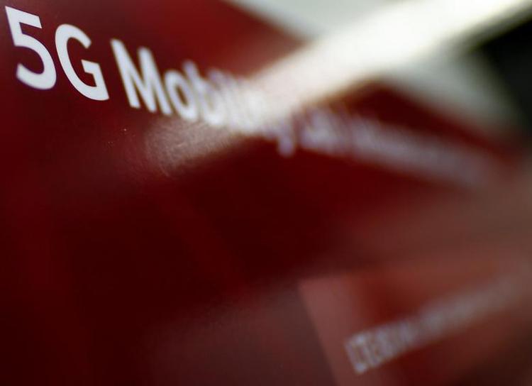 """В России принят план развития 5G: сети будут строить на отечественном оборудовании"""""""