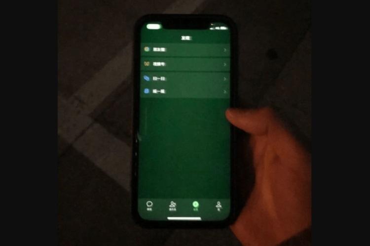 """Владельцы iPhone 12 столкнулись с проблемой «зелёного экрана». Apple надеется всё исправить программно"""""""