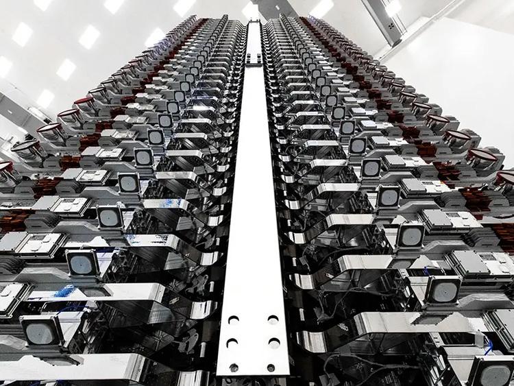 Партия из 60 250-кг интернетных спутников Starlink, SpaceX