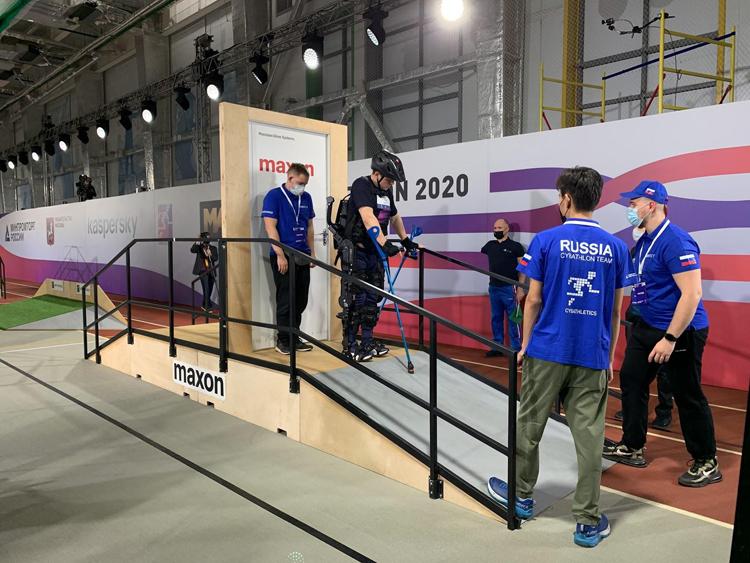 Российская сборная киборгов вошла в пятёрку лучших в мирена соревновании Cybathlon 2020
