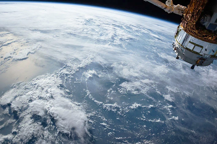 Илон Маск уже тестирует космические лазеры. Нужны они для улучшения спутникового интернета Starlink