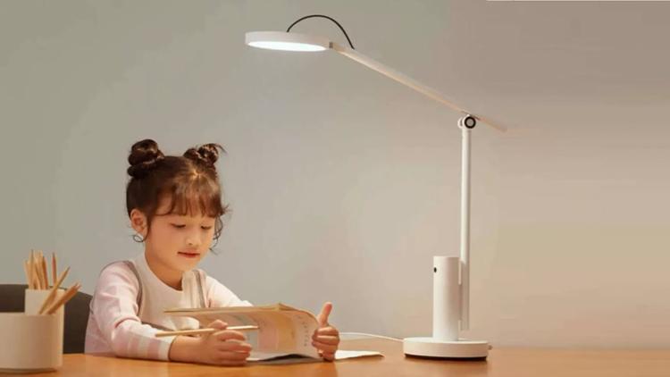 Xiaomi выпустила настольную лампу со встроенной камерой для наблюдения за детьми