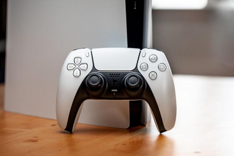На некоторых PlayStation 5 стали появляться тёмные пятна. Пользователи гадают о причинах