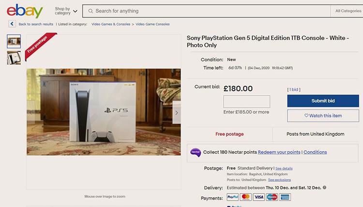 В США мошенники продают фотографии PlayStation 5 за сотни долларов. А в России можно купить фотосессию с консолью