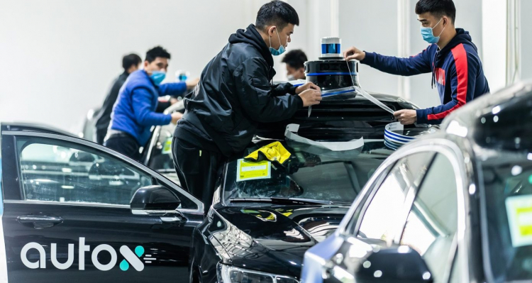 В Китае начали тестировать полностью беспилотные такси на городских дорогах общего пользования