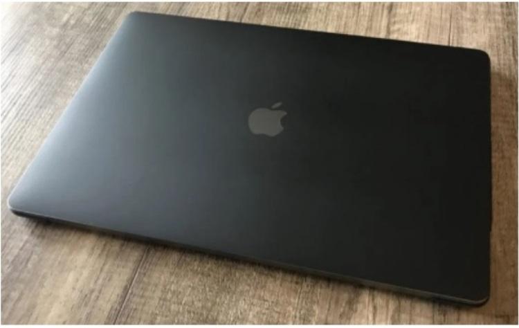 Apple придумала, как окрашивать MacBook и другие устройства в «по-настоящему чёрный цвет»