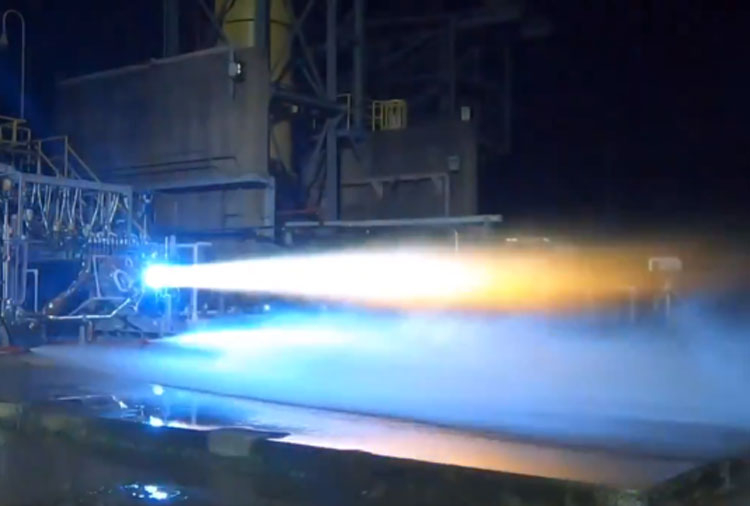 Двигатель BE-7 проходит очередные статические огневые испытания. Источник изображения: Blue Origin