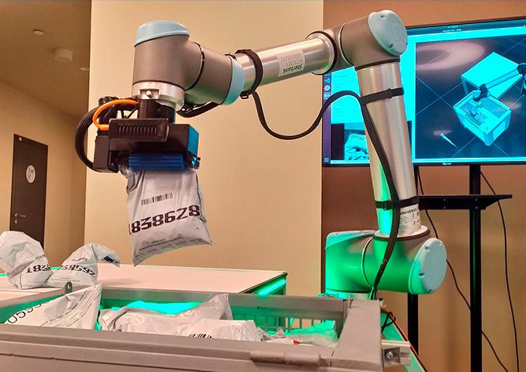 «Сбер» и Microsoft разработали ИИ-систему для роботов и научили их перемещать мешки с монетами