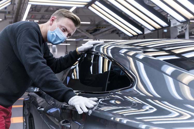 Audi приступила к серийному производству электромобиля премиум-класса e-tron GT