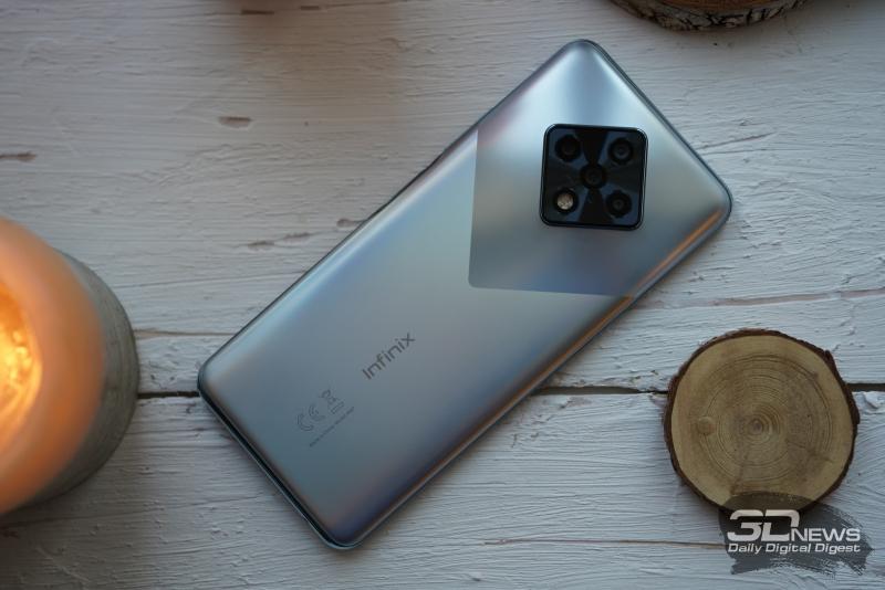 Infinix Zero 8, задняя панель: в ромбовидном блоке — четыре камеры и светодиодная вспышка