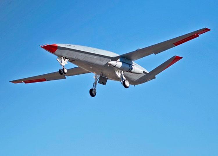 Беспилотник-заправщих Boeing MQ-25 с подвешенной системой Cobham ARS дозаправки в воздухе. Источник изображения: Boeing