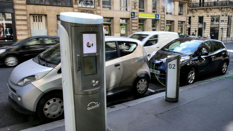 Зарядная станция на улочке в Париже. Источник изображения: Keiichiro Asahara