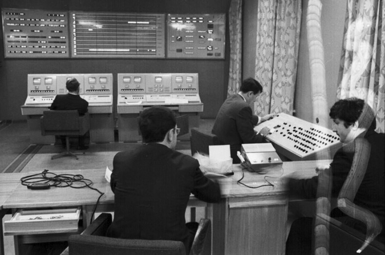 Специалисты Центра дальней космической связи во время управления полетом станции «Венера-7». Фото из архива РГАНТД