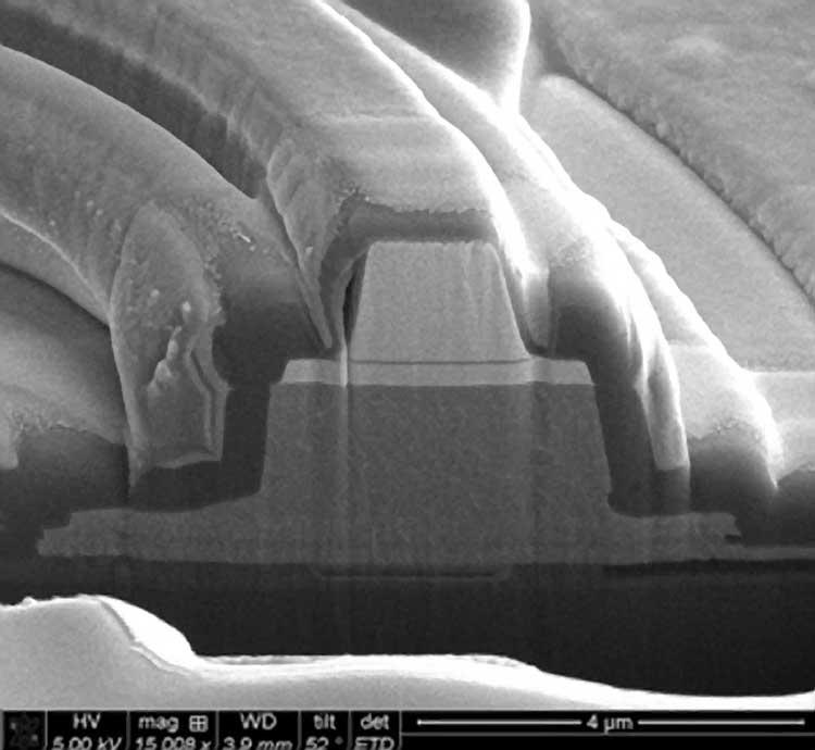 Структура под микроскопом. Источник изображения: Hewlett Packard Labs