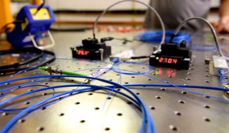 В основном для опыта использовалось оборудование, котрое уже можно купить в магазине. Источник изображения: Fermilab