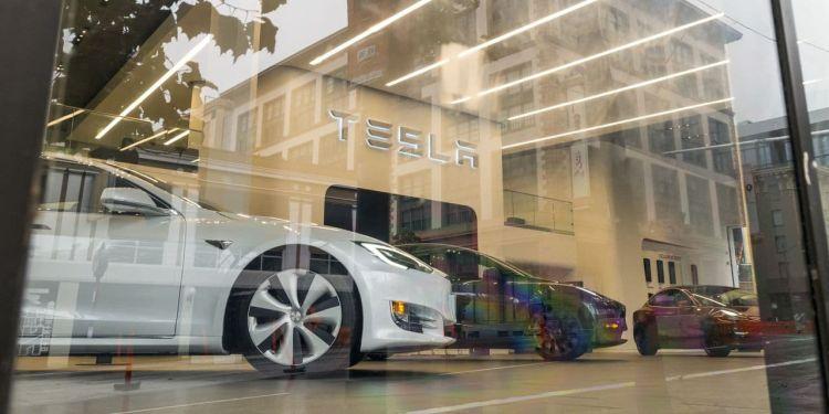 Акции Tesla взлетят или рухнут в цене после включения их в индексS&P 500