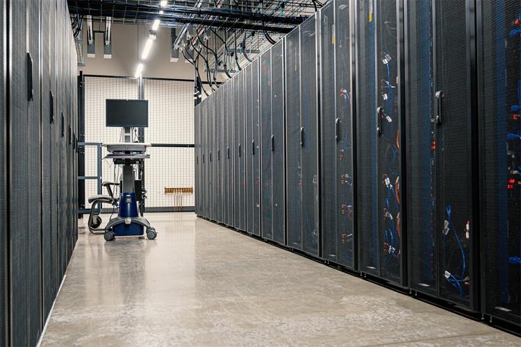 Акции Intel обвалились на новостях о разработке компанией Microsoft собственных процессоров