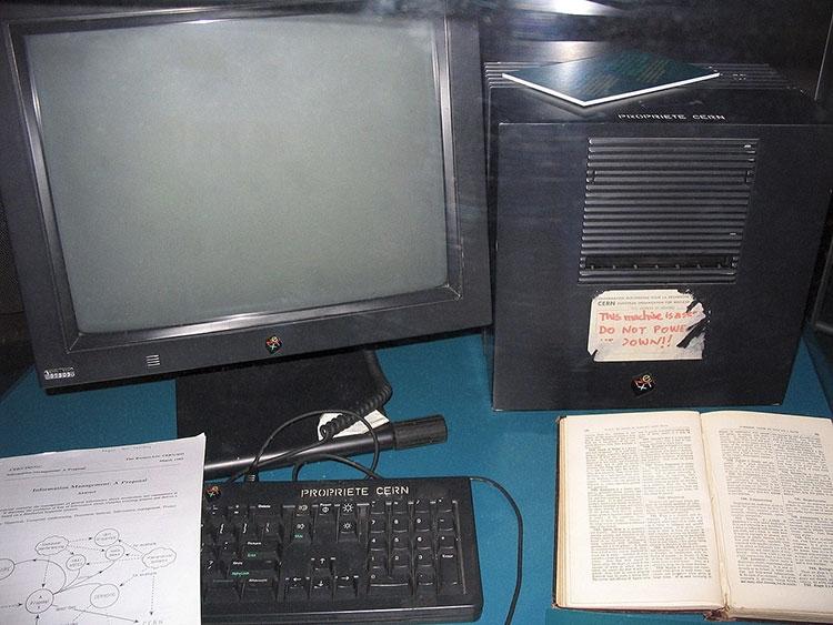 Первый веб-сервер, разработанный Тимом Бернерсом-Ли (Wired)
