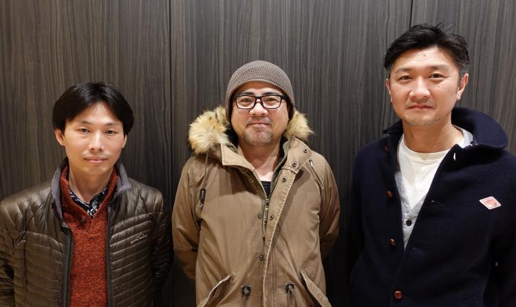 Тояма (в центре) с двумя коллегами: слева стоит технический директор Дзюнья Окура (Junya Okura), а справа — операционный директор Кадзунобу Сато (Kazunobu Sato)